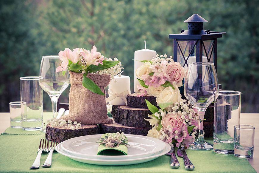 Rustic Weddings Take The Cake